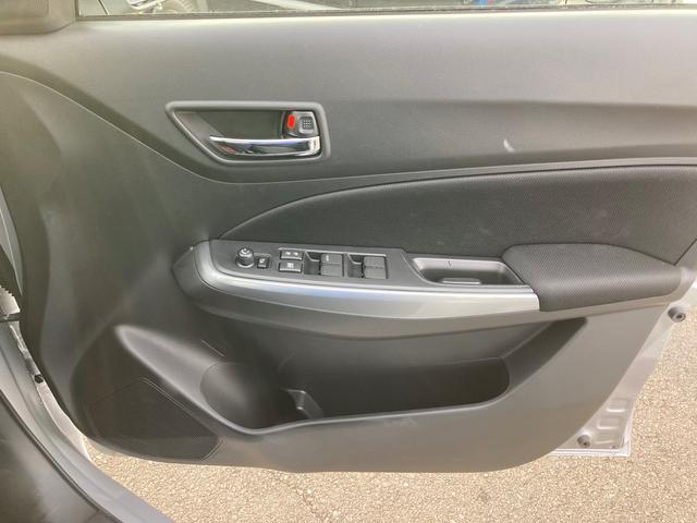 運転席にて、全ての窓の開閉が簡単に行えます!パワーウィンドウ、集中ドアロック、キーレス付きですので、不便なく運転をサポートします!!