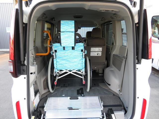 福祉車両 G車いす仕様車2&3列目車椅子2基固定 乗車計7名(3枚目)