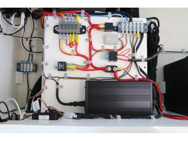 かーいんてりあ高橋製 ネオユーロ 4WD 1オーナー 常時バックカメラ ETC サブBT 電圧計 350Wインバータ― 後席TV MAXFAN シンク  外部電源 走行充電 LED照明 網戸(76枚目)