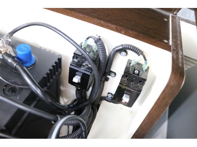 20G ミスティック製 デルフィノ 禁煙車 SDナビTV バックカメラ 両側パワスラ インテリキー サブBT 電圧計 1500Wインバータ― 燃料式FFヒーター 走行時リアエアコン シンク 冷蔵庫 ソーラー ルーフキャリア 外部充電 走行充電(75枚目)