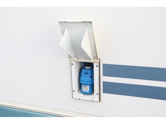 バンテック製 アトム407 タイプB 1オーナー ETC 常時バックカメラ 2サブ 電圧計 1500Wインバーター 燃料式FFヒーター 走行時リアクーラー ルーフベント シンク 電子レンジ トイレ ソーラー 照明 遮光カーテン 外部充電 走行充電(36枚目)