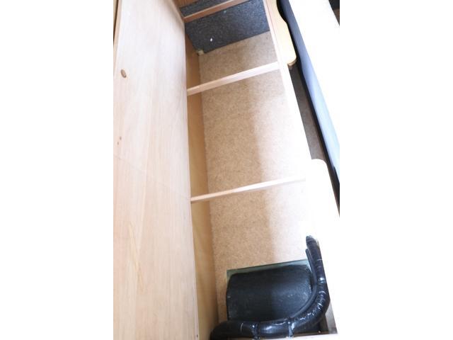 バンテック製 アトム407 タイプB 1オーナー ETC 常時バックカメラ 2サブ 電圧計 1500Wインバーター 燃料式FFヒーター 走行時リアクーラー ルーフベント シンク 電子レンジ トイレ ソーラー 照明 遮光カーテン 外部充電 走行充電(66枚目)