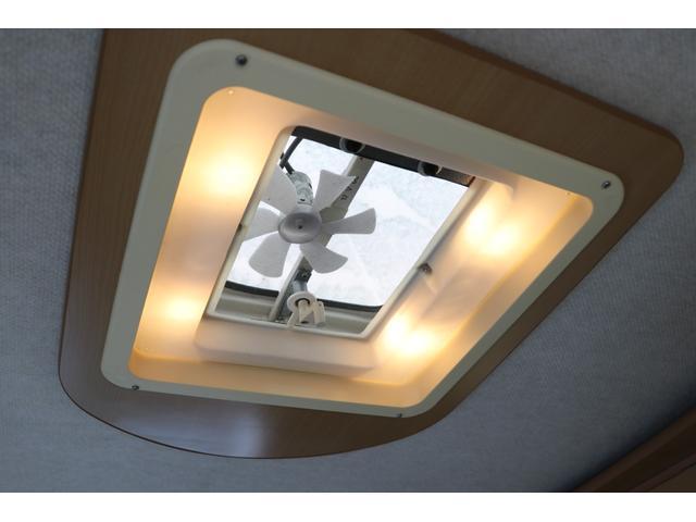 バンテック製 アトム407 タイプB 1オーナー ETC 常時バックカメラ 2サブ 電圧計 1500Wインバーター 燃料式FFヒーター 走行時リアクーラー ルーフベント シンク 電子レンジ トイレ ソーラー 照明 遮光カーテン 外部充電 走行充電(74枚目)