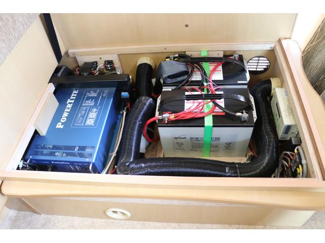 バンテック製 アトム407 タイプB 1オーナー ETC 常時バックカメラ 2サブ 電圧計 1500Wインバーター 燃料式FFヒーター 走行時リアクーラー ルーフベント シンク 電子レンジ トイレ ソーラー 照明 遮光カーテン 外部充電 走行充電(80枚目)