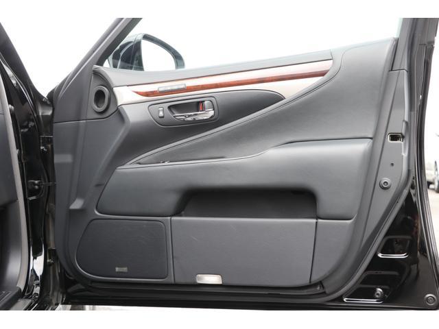 LS600hL エグゼクティブパッケージ 4名 禁煙車 モデリスタエアロ マフラー マークレビンソン リアエンタメ 黒革 サンルーフ PCS LKA BSM ドライバーモニター パワートランク 3眼LEDヘッド AHS 本革ダッシュ TOM'Sスロコン(40枚目)