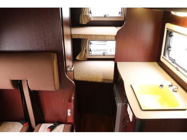 ナッツRV製 クレソンボヤージュW 1オーナー禁煙車 ナビTV ETC Bカメラ サブBT VOTRONIC 12V/100V 燃料式FFヒーター 走行時リアクーラー MAXFAN シンク 冷蔵庫 リアラダー カセットトイレ 外部充電 走行充電(16枚目)