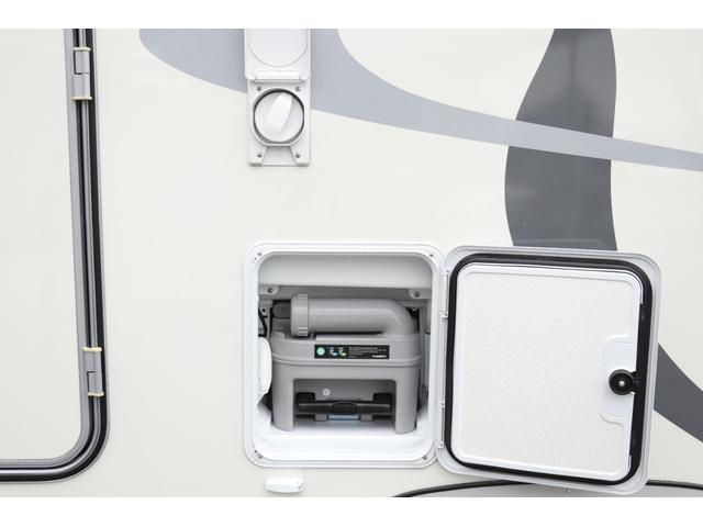 ナッツRV製 クレソンボヤージュW 1オーナー禁煙車 ナビTV ETC Bカメラ サブBT VOTRONIC 12V/100V 燃料式FFヒーター 走行時リアクーラー MAXFAN シンク 冷蔵庫 リアラダー カセットトイレ 外部充電 走行充電(26枚目)