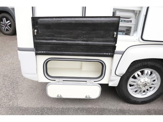 ナッツRV製 クレソンボヤージュW 1オーナー禁煙車 ナビTV ETC Bカメラ サブBT VOTRONIC 12V/100V 燃料式FFヒーター 走行時リアクーラー MAXFAN シンク 冷蔵庫 リアラダー カセットトイレ 外部充電 走行充電(27枚目)