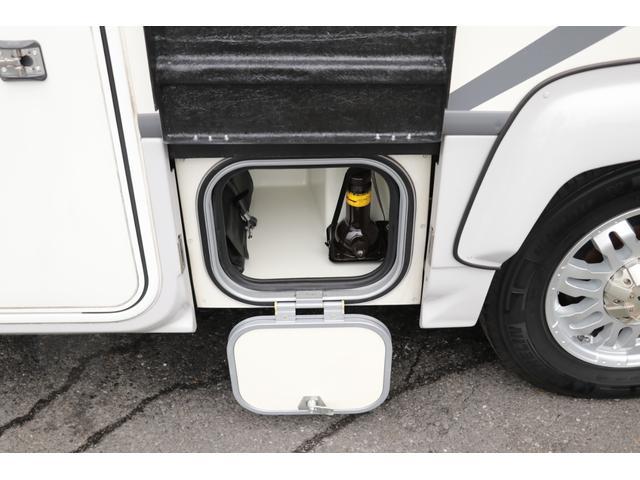 ナッツRV製 クレソンボヤージュW 1オーナー禁煙車 ナビTV ETC Bカメラ サブBT VOTRONIC 12V/100V 燃料式FFヒーター 走行時リアクーラー MAXFAN シンク 冷蔵庫 リアラダー カセットトイレ 外部充電 走行充電(29枚目)