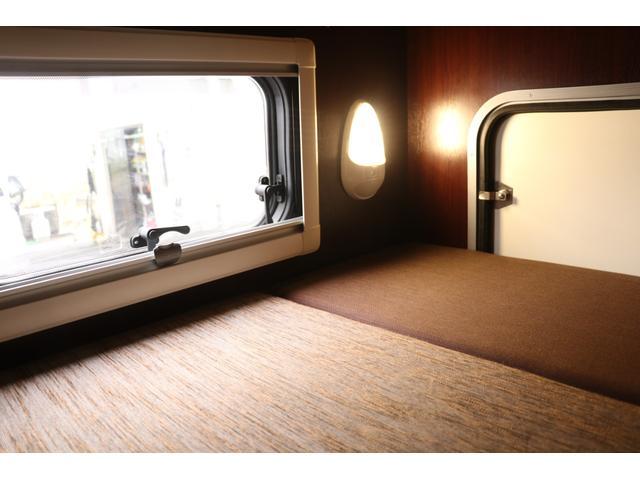 ナッツRV製 クレソンボヤージュW 1オーナー禁煙車 ナビTV ETC Bカメラ サブBT VOTRONIC 12V/100V 燃料式FFヒーター 走行時リアクーラー MAXFAN シンク 冷蔵庫 リアラダー カセットトイレ 外部充電 走行充電(60枚目)