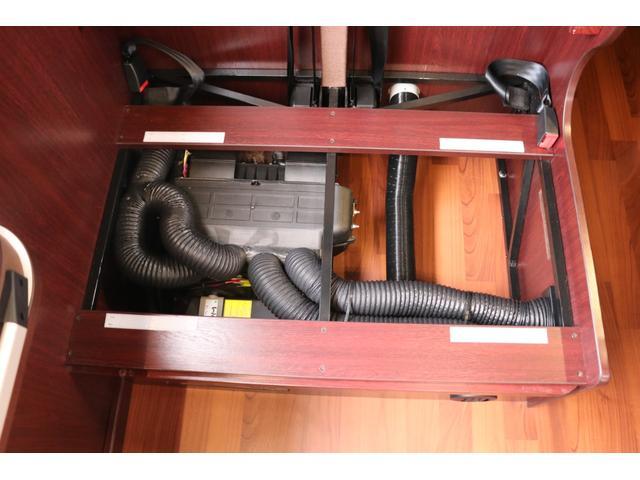 ナッツRV製 クレソンボヤージュW 1オーナー禁煙車 ナビTV ETC Bカメラ サブBT VOTRONIC 12V/100V 燃料式FFヒーター 走行時リアクーラー MAXFAN シンク 冷蔵庫 リアラダー カセットトイレ 外部充電 走行充電(74枚目)