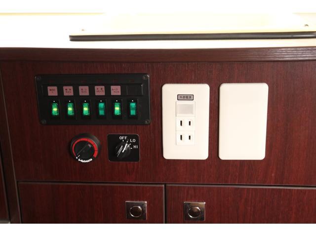 ナッツRV製 クレソンボヤージュW 1オーナー禁煙車 ナビTV ETC Bカメラ サブBT VOTRONIC 12V/100V 燃料式FFヒーター 走行時リアクーラー MAXFAN シンク 冷蔵庫 リアラダー カセットトイレ 外部充電 走行充電(76枚目)