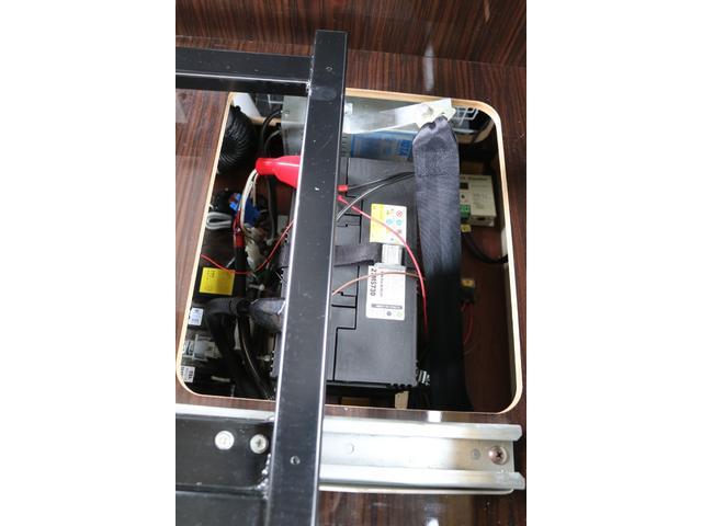 GL アネックス製 リコルソ 禁煙車 ナビTV ETC Bカメラ サブBT 電圧計 インバーター 燃料式FFヒーター 走行時リアクーラー&ヒーター シンク 冷蔵庫 サイドオーニング ソーラー 外部電源 走行充電(79枚目)