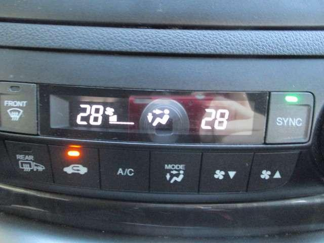 オートエアコン☆室内の温度調節として冷房・暖房が出来るのはもちろんのこと冬場や雨天時の窓の曇り取りとしても活躍します☆
