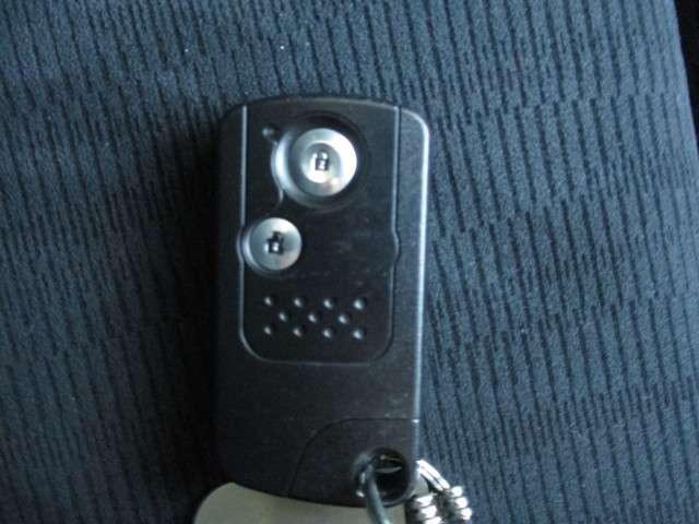 スマートキー☆鍵を持っているだけでドアの施錠・開錠が可能です。スタイリッシュなデザインで使いやすいですね☆
