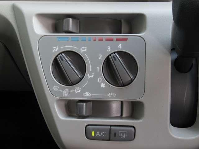 X SAIII CDオーディオ スマートアシスト キーレスエントリー 横滑り防止装置 衝突防止システム LEDヘッドランプ クリアランスソナー アイドリングストップ ABS エアバッグ エアコン パワーステアリング(13枚目)