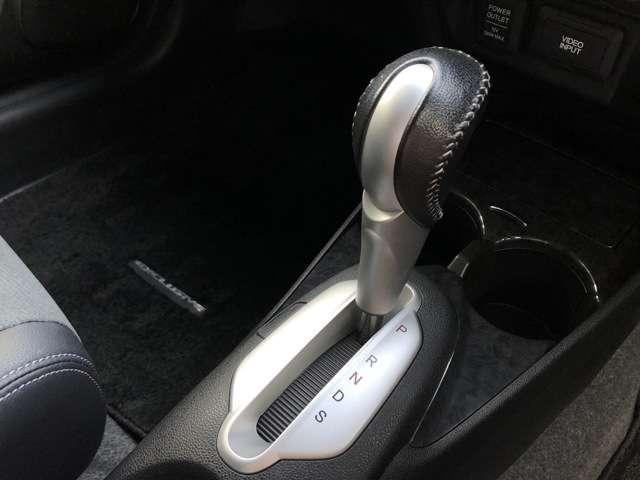 XL インターナビセレクト 純正HDDナビ ETC ワンオーナー車 キーレスエントリー 盗難防止システム HIDヘッドライト バックカメラ 横滑り防止装置 アルミホイール ワンセグ ミュージックサーバー DVD再生(14枚目)