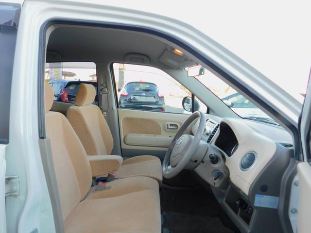 ボディカラーに合わせたシートデザインがポイントです!外から見ても、車内に座っても全体に統一感があります