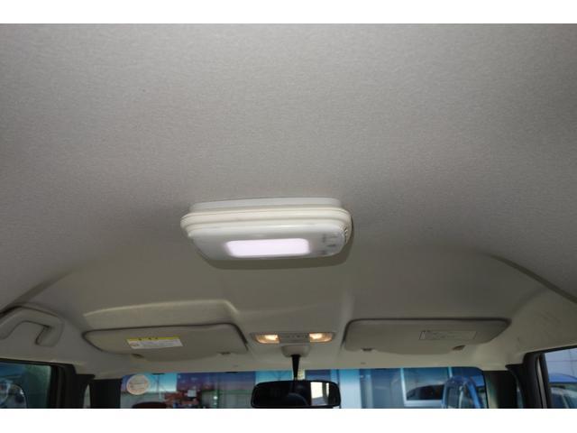 天井もキレイな状態が保たれていました。 純正オプションの空気清浄機が付いてます