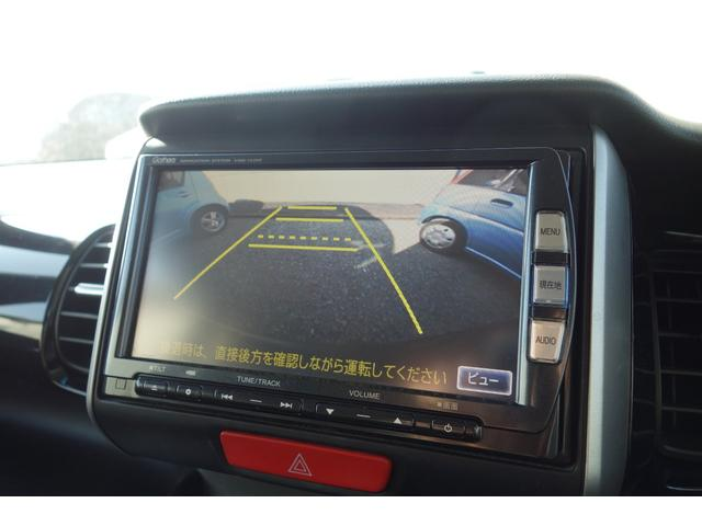 バックモニターは画面の「ビュー」を押すと真上からの映像+ワイドビュー画像+ノーマルビューの3通りから選択できます