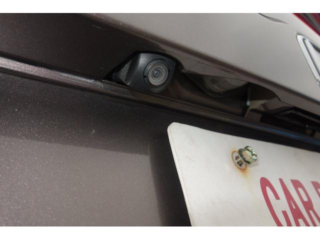 バックモニター機能付きです!バックする際に後方の様子をカーナビのモニター上に表示してくれます。運転席にいながら、後方が確認できるので、バック駐車が、スムーズに行えます。