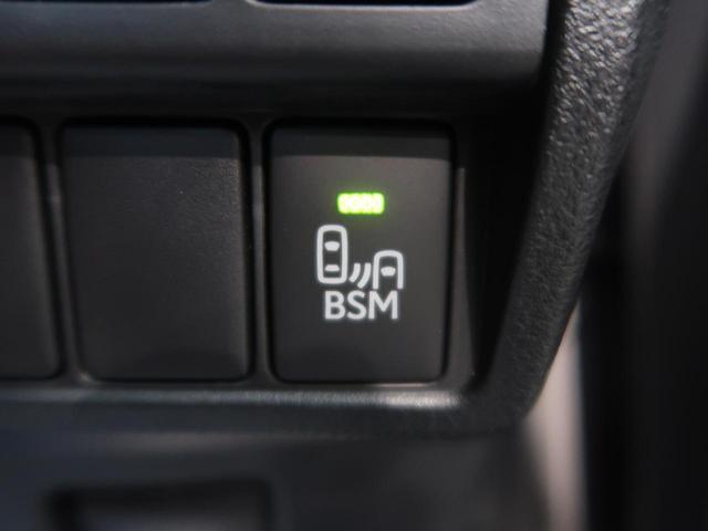 ●後側方の安全確認を支援する【ブラインドスポットモニター】ミリ波レーダーを用いて車線変更時にドアミラーの死角となる後側方の車両を検知し、ドライバーに注意を促すシステムです。