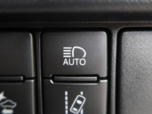 ●【車線逸脱警報】車内に設置されたC-MOSやCCDカメラ画像をもとに車線を認識し方向指示器を操作されないまま車線を逸脱しそうになると警報音を鳴らディスプレイに表示するなどしてドライバーに知らせます!
