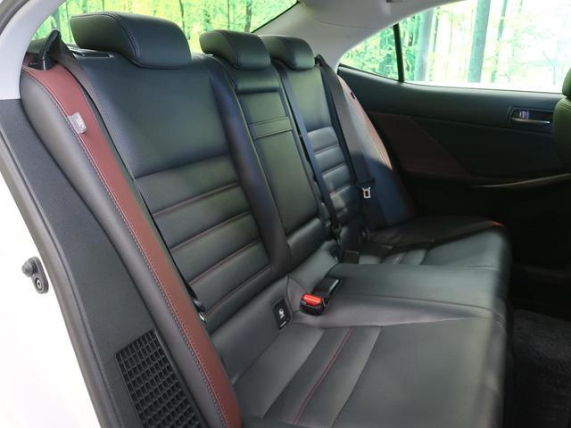 IS300h バージョンL 禁煙車 3眼LEDヘッド サンルーフ BSM セーフティシステムプラス レーダークルーズコントロール 黒革シート ステアリングヒーター スリアランスソナー シートヒーター 電動サンシェード(13枚目)