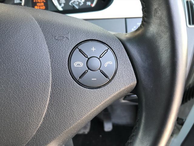 ハンドル右側スイッチでオーディオモードチェンジや音量調整が可能!視線ズラさず安全・安心♪
