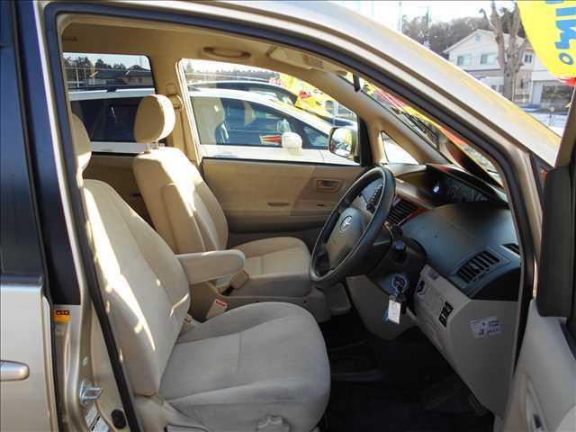 トヨタ ノア X4WDサイドリフトアップシート ナビBカメラ付き両側電動