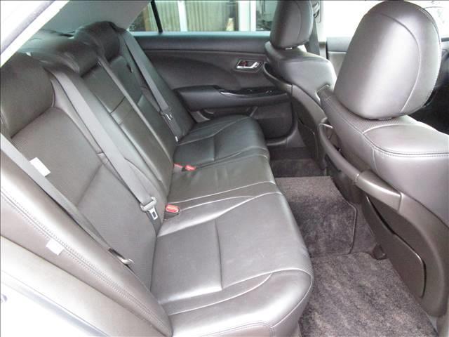 全車内外装クリーニング済み♪ 本革シートの座り心地は最高ですね。『いつかはクラウン』のキャッチコピーを思い出します。