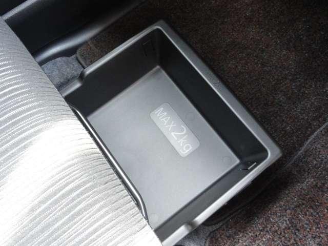 X Vセレクション アラウンドビューM ワンオーナー 社外メモリーナビ・フルセグTV・DVD再生・両側オートスライドドア・インテリキー・オートエアコン・アイドリングストップ・衝突軽減・横滑り防止装置・14インチアルミ(9枚目)
