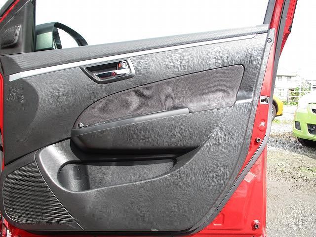 XG 5速マニュアル プッシュスタート ビルトインETC フルオートエアコン 盗難防止装置 横滑り防止装置 CDプレーヤー FM・AMラジオ レギュラーガソリン仕様車 純正15インチスチールホイール 後期(27枚目)