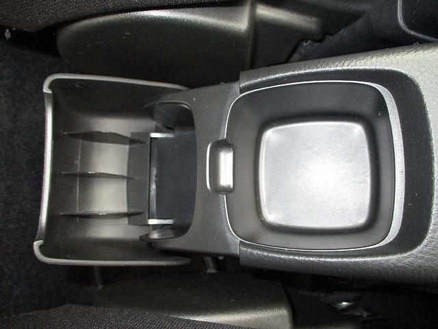 XG 5速マニュアル プッシュスタート ビルトインETC フルオートエアコン 盗難防止装置 横滑り防止装置 CDプレーヤー FM・AMラジオ レギュラーガソリン仕様車 純正15インチスチールホイール 後期(45枚目)