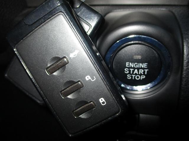 2.5i-Sアルカンターラセレクション 4WD プッシュスタート バックカメラ HDDナビ地デジ ビルトインETC ハーフレザーシート 両側電動シート パドルシフト 盗難防止装置 横滑り防止装置 HIDヘッドライト 純正17インチAW(19枚目)