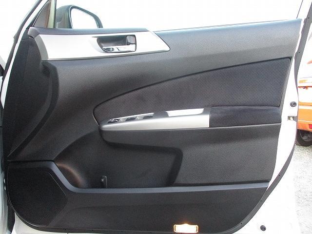 2.5i-Sアルカンターラセレクション 4WD プッシュスタート バックカメラ HDDナビ地デジ ビルトインETC ハーフレザーシート 両側電動シート パドルシフト 盗難防止装置 横滑り防止装置 HIDヘッドライト 純正17インチAW(30枚目)