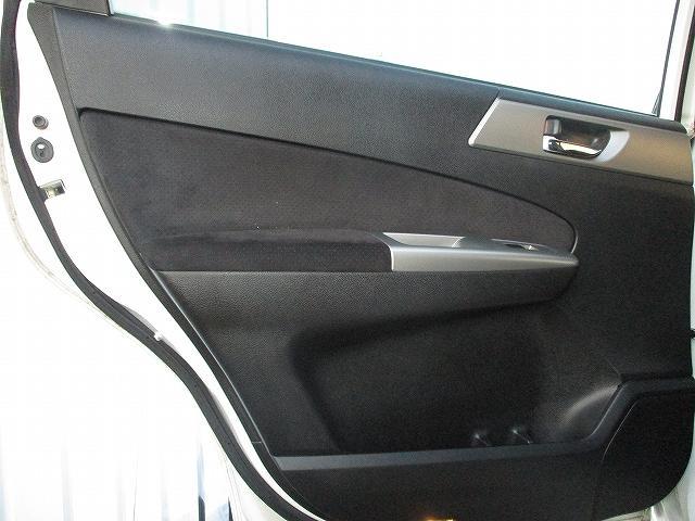 2.5i-Sアルカンターラセレクション 4WD プッシュスタート バックカメラ HDDナビ地デジ ビルトインETC ハーフレザーシート 両側電動シート パドルシフト 盗難防止装置 横滑り防止装置 HIDヘッドライト 純正17インチAW(34枚目)