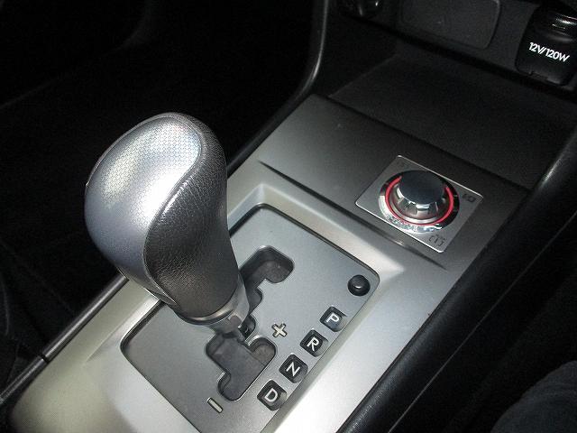 2.5i-Sアルカンターラセレクション 4WD プッシュスタート バックカメラ HDDナビ地デジ ビルトインETC ハーフレザーシート 両側電動シート パドルシフト 盗難防止装置 横滑り防止装置 HIDヘッドライト 純正17インチAW(40枚目)