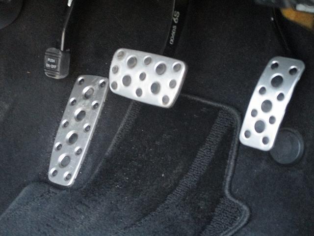 2.5i-Sアルカンターラセレクション 4WD プッシュスタート バックカメラ HDDナビ地デジ ビルトインETC ハーフレザーシート 両側電動シート パドルシフト 盗難防止装置 横滑り防止装置 HIDヘッドライト 純正17インチAW(42枚目)
