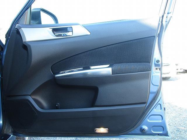 2.0XフィールドリミテッドII 4WD フルエアロ サンルーフ プッシュスタート バックカメラ HDDナビ地デジ ETC 両側電動シート シートヒーター サイド・カーテンエアバッグ 横滑り防止装置 盗難防止装置 純正17インチAW(30枚目)