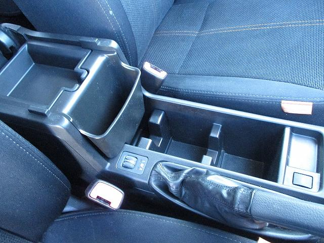 2.0XフィールドリミテッドII 4WD フルエアロ サンルーフ プッシュスタート バックカメラ HDDナビ地デジ ETC 両側電動シート シートヒーター サイド・カーテンエアバッグ 横滑り防止装置 盗難防止装置 純正17インチAW(40枚目)