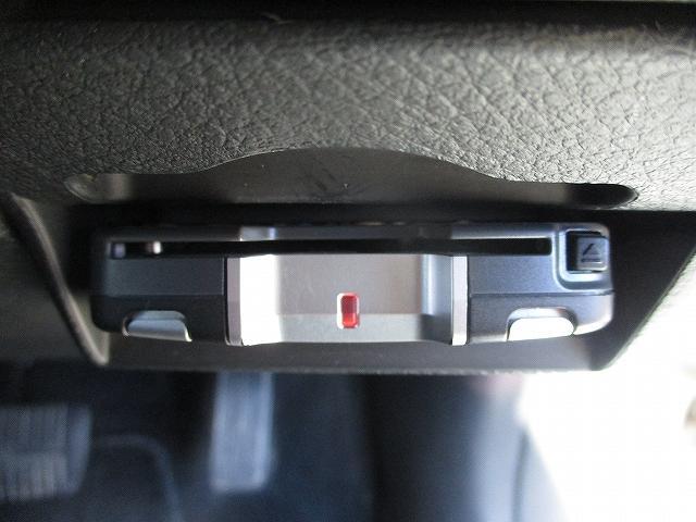 2.0i-S 4WD プッシュスタート HDDナビTV DVD再生 CDプレーヤー ビルトインETC 盗難防止装置 デュアルフルオートエアコン HIDヘッドライト フォグランプ フルエアロ 社外18インチAW(19枚目)