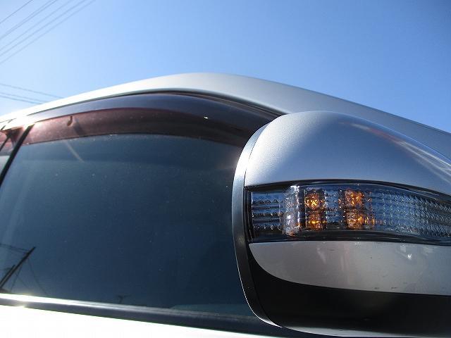 2.0i-S 4WD プッシュスタート HDDナビTV DVD再生 CDプレーヤー ビルトインETC 盗難防止装置 デュアルフルオートエアコン HIDヘッドライト フォグランプ フルエアロ 社外18インチAW(22枚目)