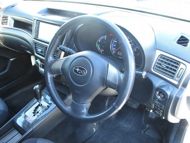 2.0i-S 4WD プッシュスタート HDDナビTV DVD再生 CDプレーヤー ビルトインETC 盗難防止装置 デュアルフルオートエアコン HIDヘッドライト フォグランプ フルエアロ 社外18インチAW(26枚目)