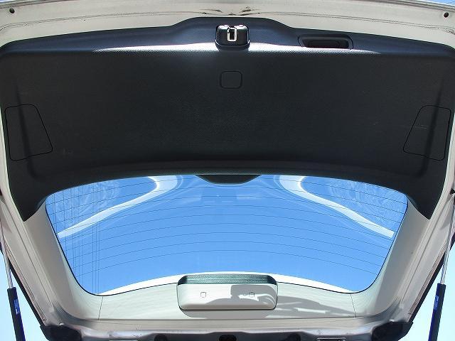 2.0i-S 4WD プッシュスタート HDDナビTV DVD再生 CDプレーヤー ビルトインETC 盗難防止装置 デュアルフルオートエアコン HIDヘッドライト フォグランプ フルエアロ 社外18インチAW(32枚目)