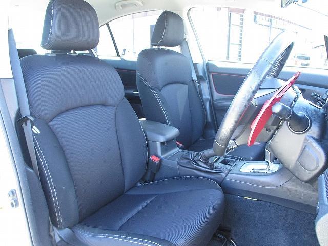 2.0iアイサイト 4WD タイミングチェーン アイサイトVer3 プッシュスタート バックカメラ ETC SDナビ地デジ 盗難防止装置 サイド・カーテンエアバッグ パドルシフト オートライト HID 純正16AW 後期(11枚目)