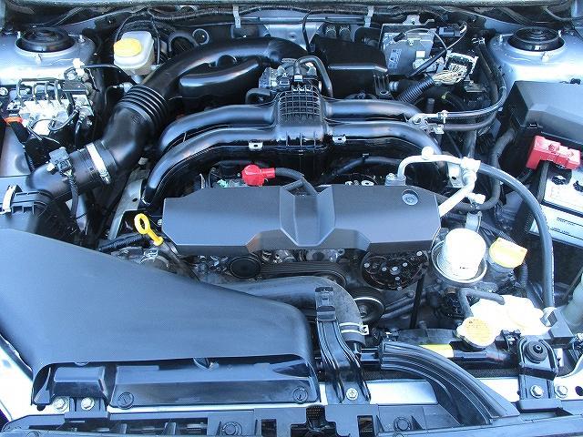 2.0iアイサイト 4WD タイミングチェーン アイサイトVer3 プッシュスタート バックカメラ ETC SDナビ地デジ 盗難防止装置 サイド・カーテンエアバッグ パドルシフト オートライト HID 純正16AW 後期(24枚目)