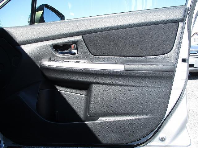 2.0iアイサイト 4WD タイミングチェーン アイサイトVer3 プッシュスタート バックカメラ ETC SDナビ地デジ 盗難防止装置 サイド・カーテンエアバッグ パドルシフト オートライト HID 純正16AW 後期(30枚目)