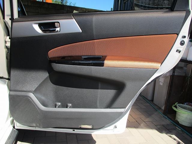 2.5iアイサイト 4WD タイミングチェーン フリップダウンモニター プッシュスタート バックカメラ SDナビ地デジ ETC シートヒーター 横滑り防止装置 サイド・カーテンエアバッグ オートライト 純正17インチAW(28枚目)