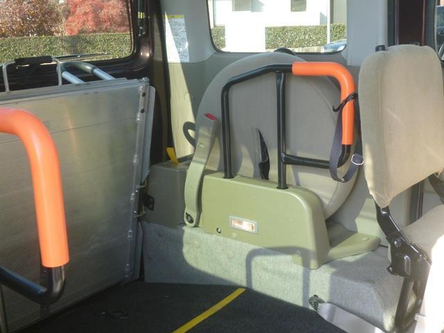 家で買えるスローパー4WDリア補助席付リモコン車椅子ウインチ(9枚目)